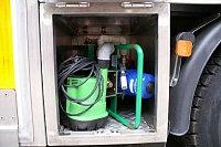 přiměšovač dekontaminačního prostředku a čerpadlo pro odčerpání kontaminované vody