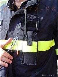 V úzké kapse obleku Bushfire není místa nazbyt