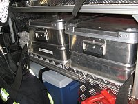 Kufry s pomůckami pro odběr vzorků.