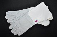 Kožené parádní rukavice z jemné hovězí kůže pro praporečníka vyzdvihnou samotný akt vlajkoslávy.
