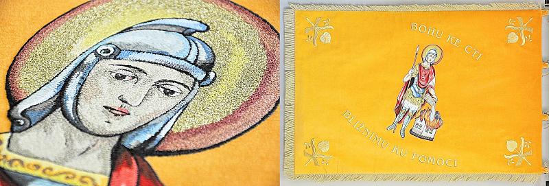 Slavnostní hasičské prapory často zpodobňují patrona a ochránce hasičů – sv. Floriána s jeho atributy. / Malba jehlou, výšivka sv. Floriána, skutečný rozměr cca 9 × 10 cm.