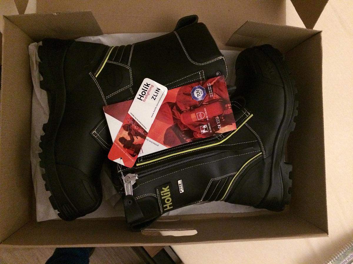 a8ccb42e83c Prodám nové-nepoužité zásahové boty Holík Zlin PTFE 7210 s protiprořezovou  úpravou. Velikost 44. Cena 4000